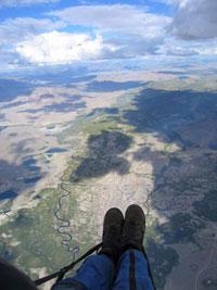 На параплане -  маршрутный полет на высоте 2 км